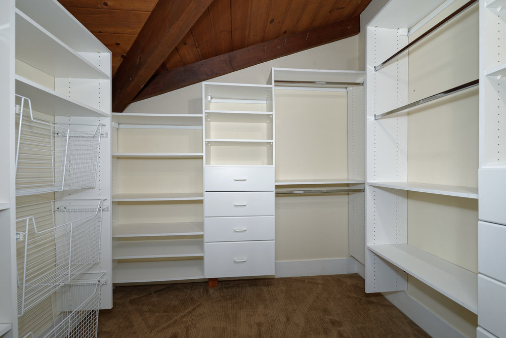 21_second upstairs closet.jpg