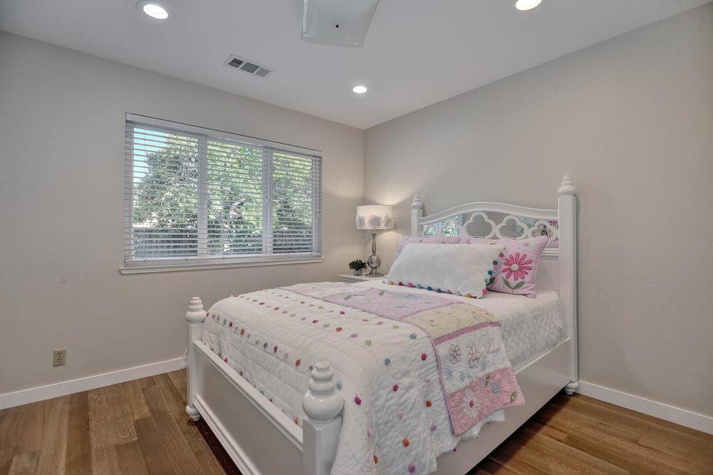 17_130 Forest Hill Dr Los Gatos-large-020-19-Bedroom one-1499x1000-72dpi.jpg