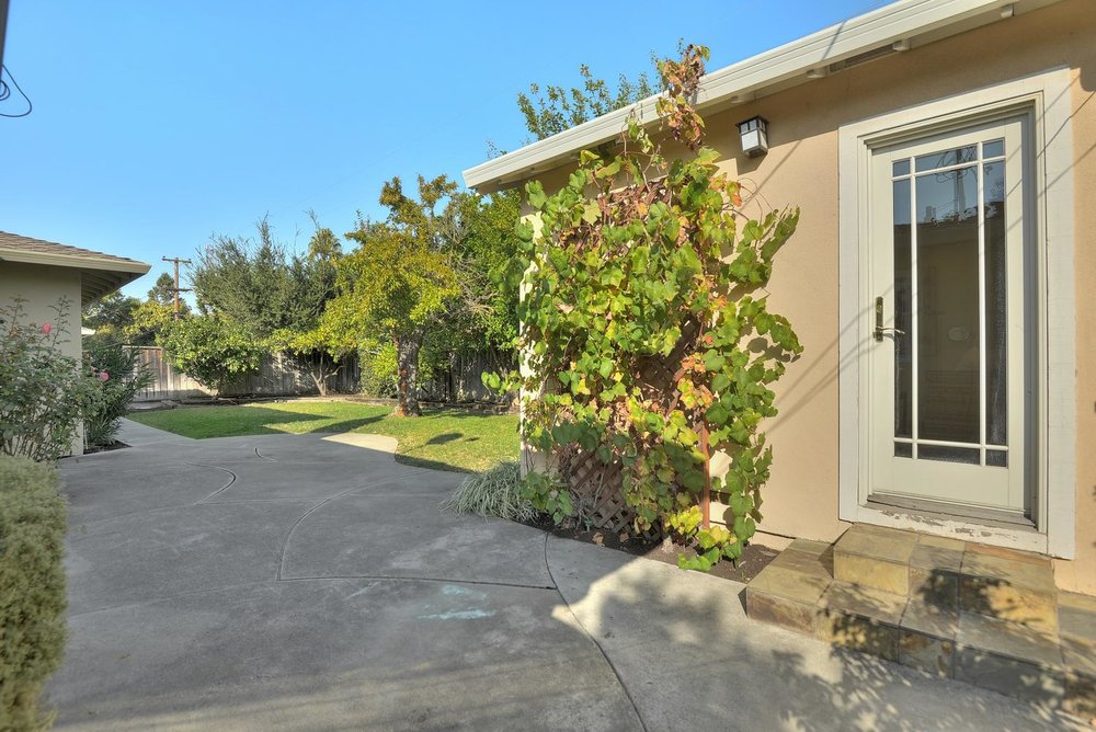 22_130 Forest Hill Dr Los Gatos-large-026-26-Cottage to Backyard-1499x1000-72dpi.jpg