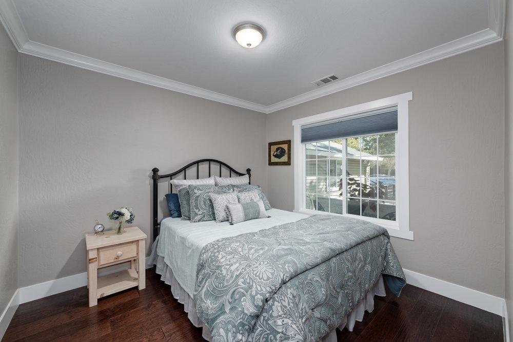 15_bedroom3.jpg