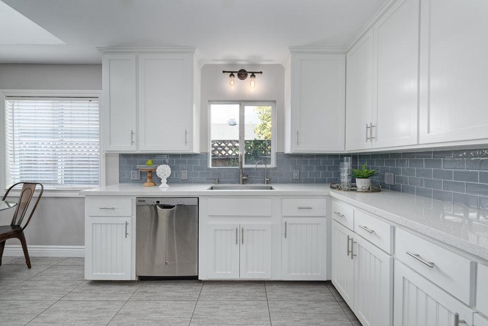 9_kitchen.jpg