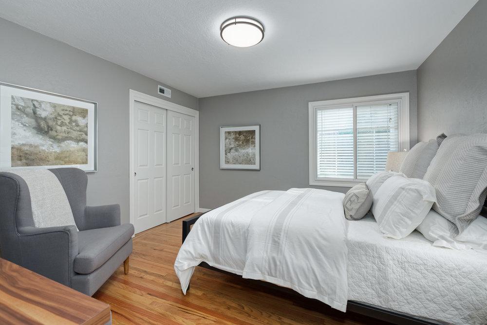 13_bedroom.jpg