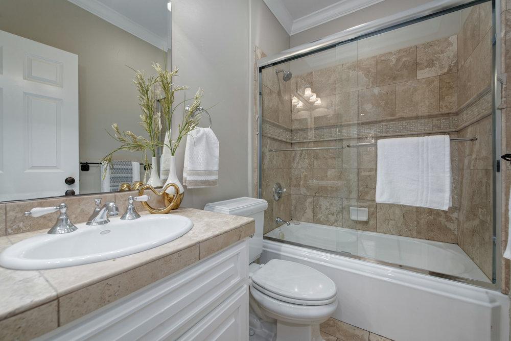 HallBath_100 Boyer Ln_Ducky Grabill Real Estate.jpg