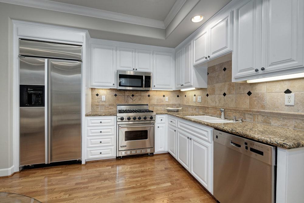 Kitchen2_100 Boyer Ln_Ducky Grabill Real Estate.jpg