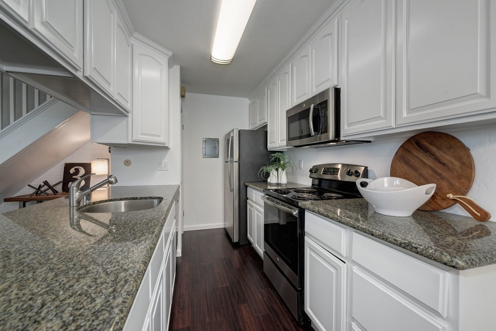 10_Kitchen.jpg