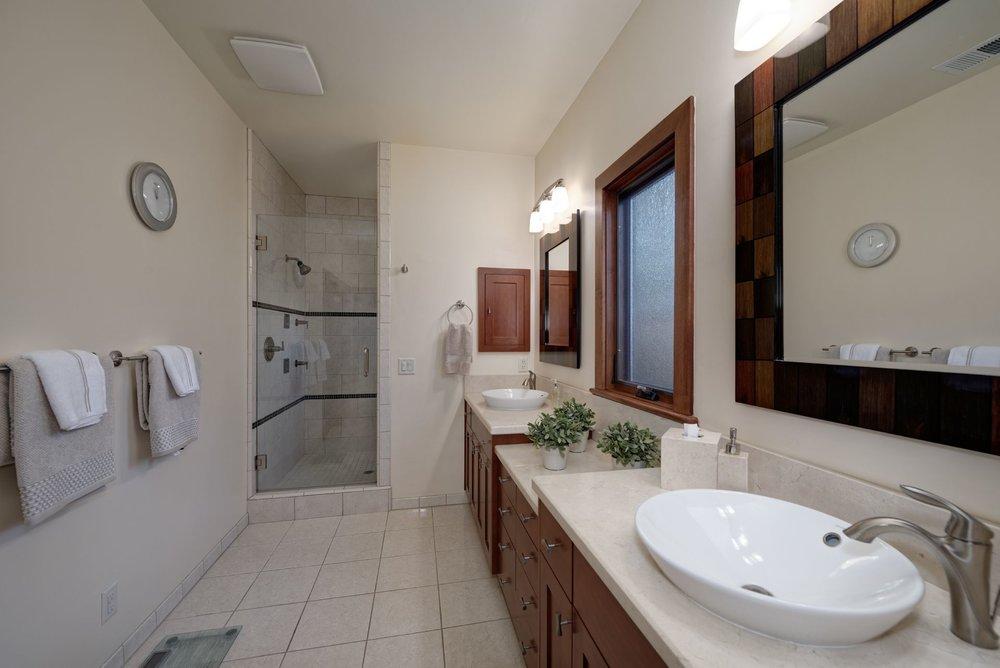 20_Master Bathroom.jpg