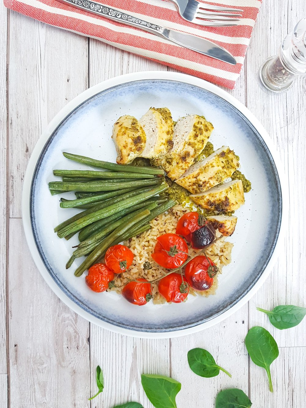 pesto-chicken-green-beans-roast-tomatoes-brown-rice-quick-healthy-easy-dinner-cheap-eat-recipe-dinner-limahl-asmall-tiny-budget-cooking