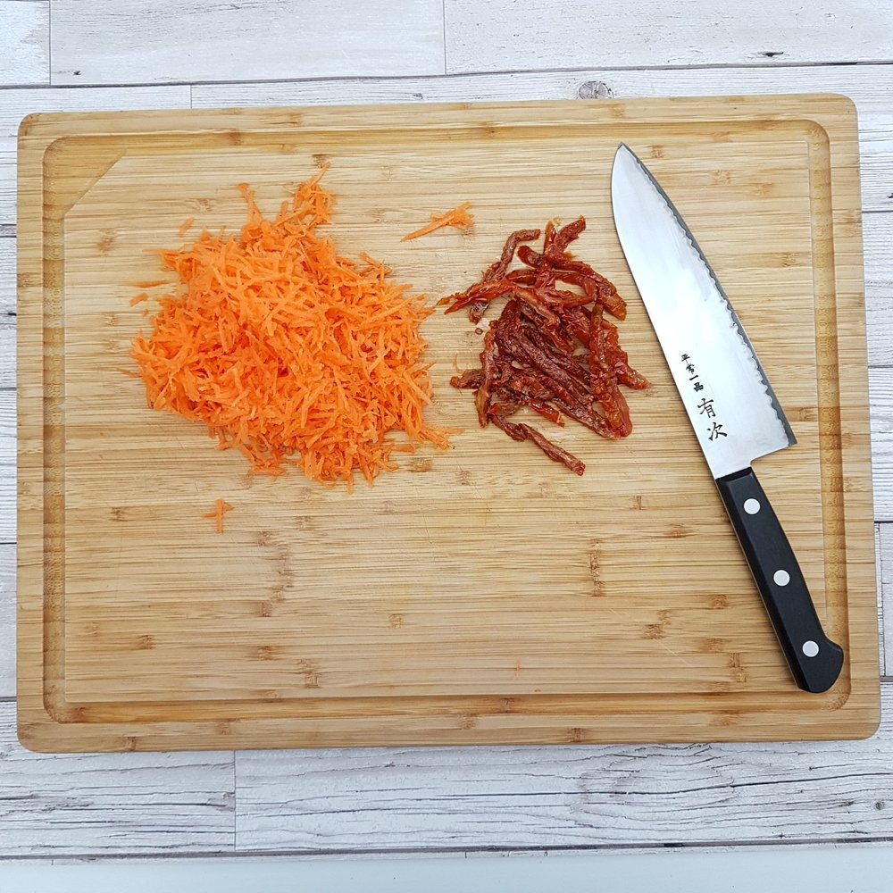 3.	Meanwhile, finely slice 4 the sundried tomatoes and grate a carrot