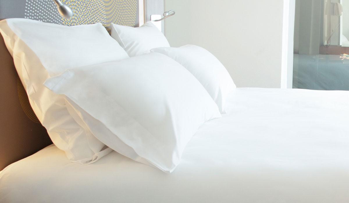 oreiller rectangulaire hotel Les Chambres — Hôtel Les Oliviers oreiller rectangulaire hotel