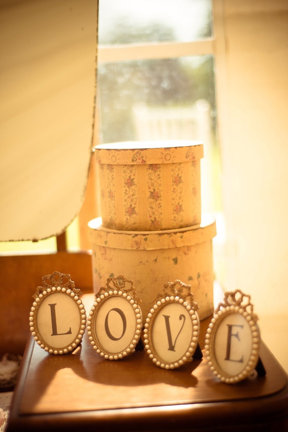 Vintage Amy Wedding Styling-My Vintage Wedding-Vintage Dressing Table and Hat Boxes