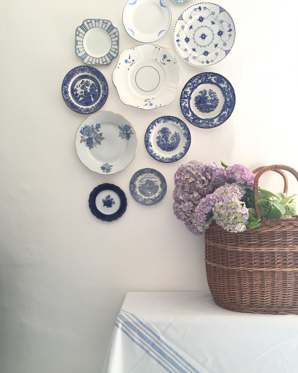 I collected blue & white plates for quite a while to build up this collection, and some of these beauties were found at boot sales.