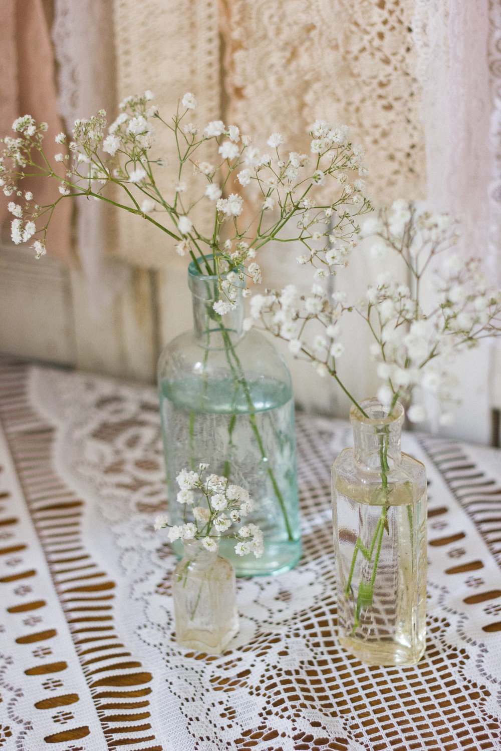 Dainty little medicine bottles with gyp, such a pretty way to add detail to your day.