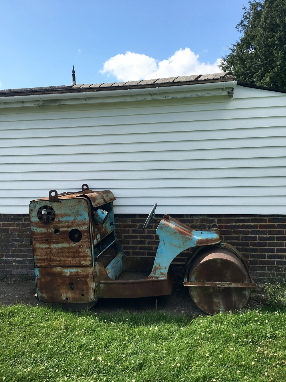 I just love this rusty old roller on Frant village green! I love the blue & rust together next to the old building, and can imagine a bride sitting there!
