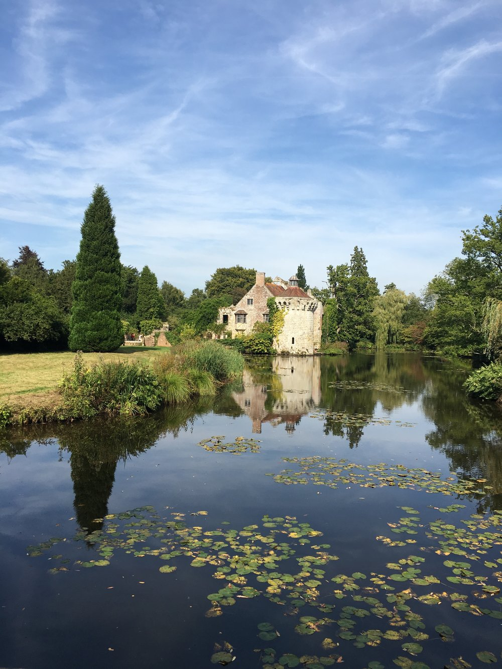 Scotney Castle in Kent is a stunning National Trust property near Lamberhurst in Kent. There is an old stately home, absolutely beautiful grounds and this absolutely charming derelict castle. I love wandering around it, taking in its lovely features and looking at the gorgeous nature.