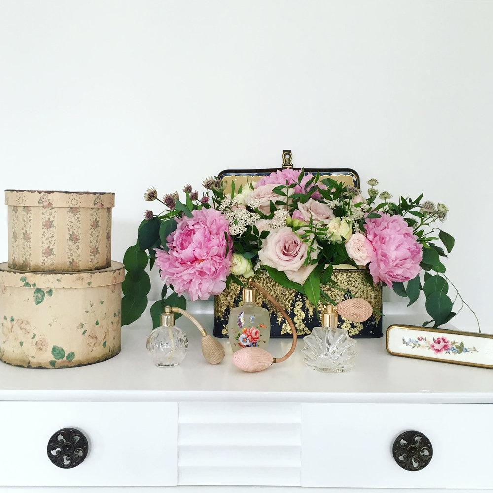 Vintage Amy Blog-Styling Tips-Wedding Flowers in Vintage Tin-Kent Wedding