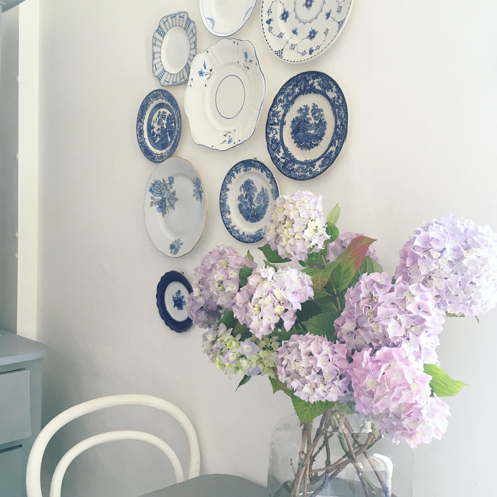 Vintage Amy Blogs-Styling Tips-Vintage Plate Gallery Wall-Styling Kent
