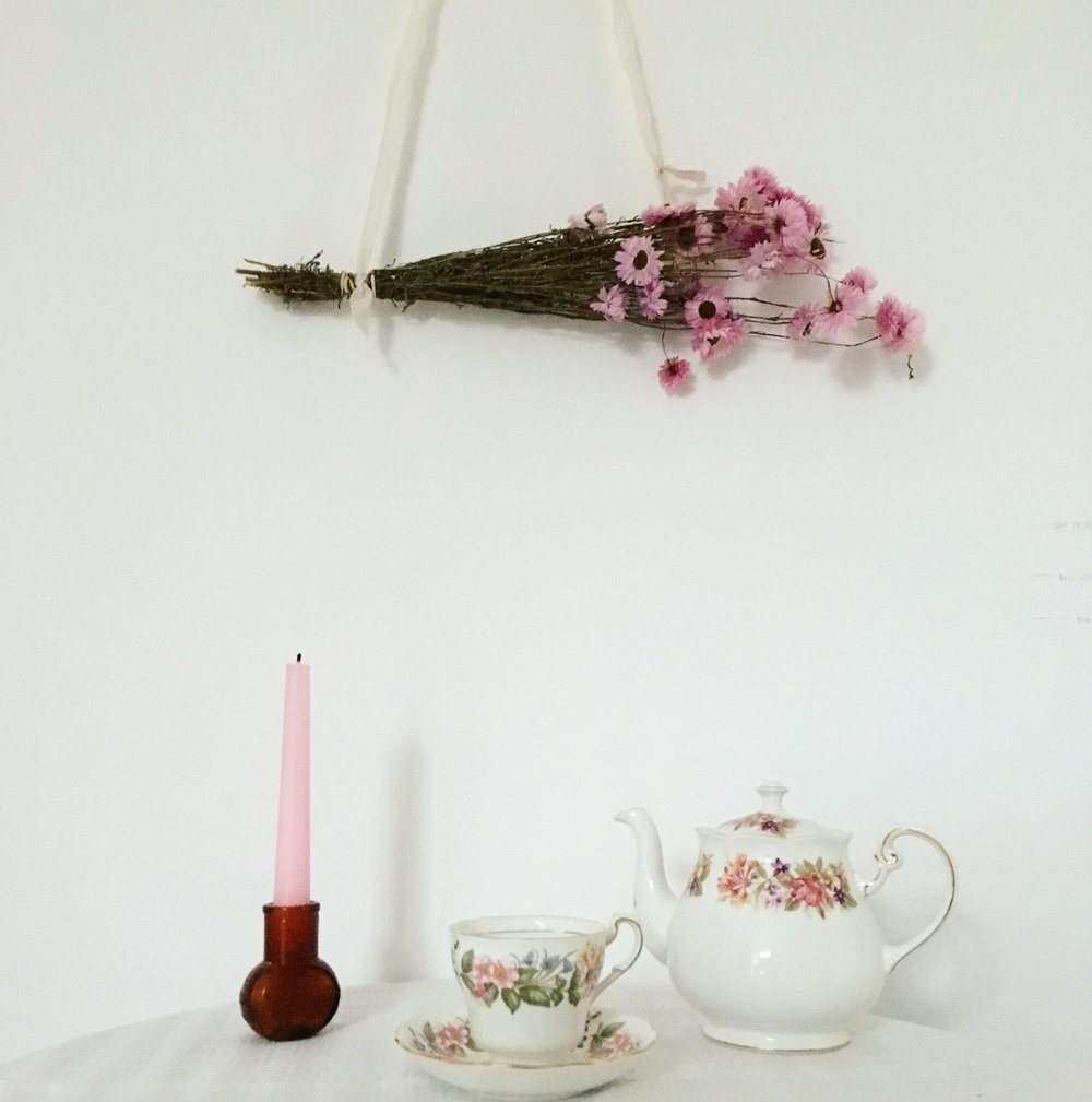 Vintage Amy Styling Tips Blog-Vintage China and Flowers on the Wall-Wedding Styling Kent