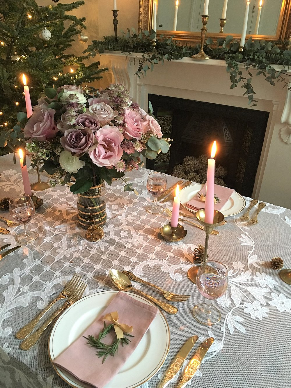 Vintage Amy Styling-Vintage Christmas Decor-Vintage Fireplace-Wedding Styling and Hiring Kent