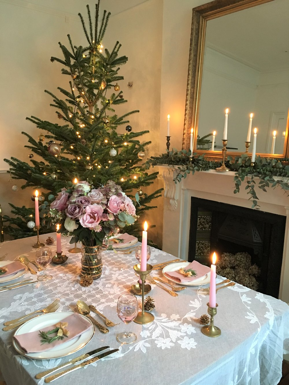 Vintage Amy Styling-Elegant Vintage Christmas Decor-Dinner Party Styling Kent