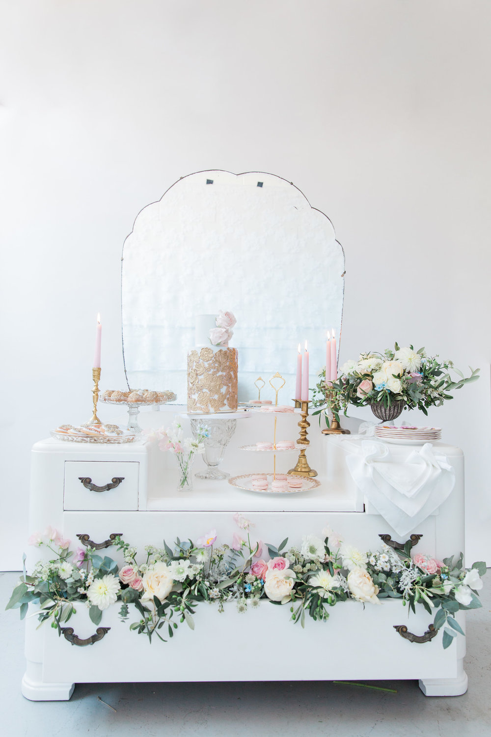 Vintage Amy Wedding Styling-Modern Vintage Wedding London-Vintage Dressing Table Cake Table
