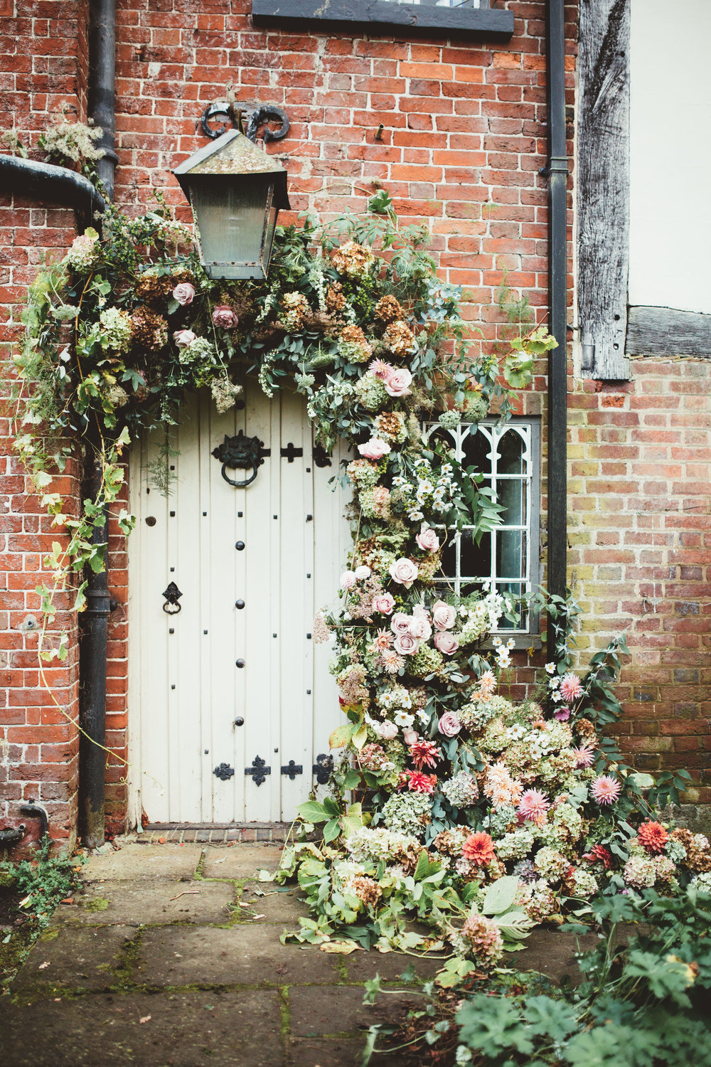 Vintage Amy Wedding Styling-Modern Vintage Outdoor Wedding Kent-Floral Installation