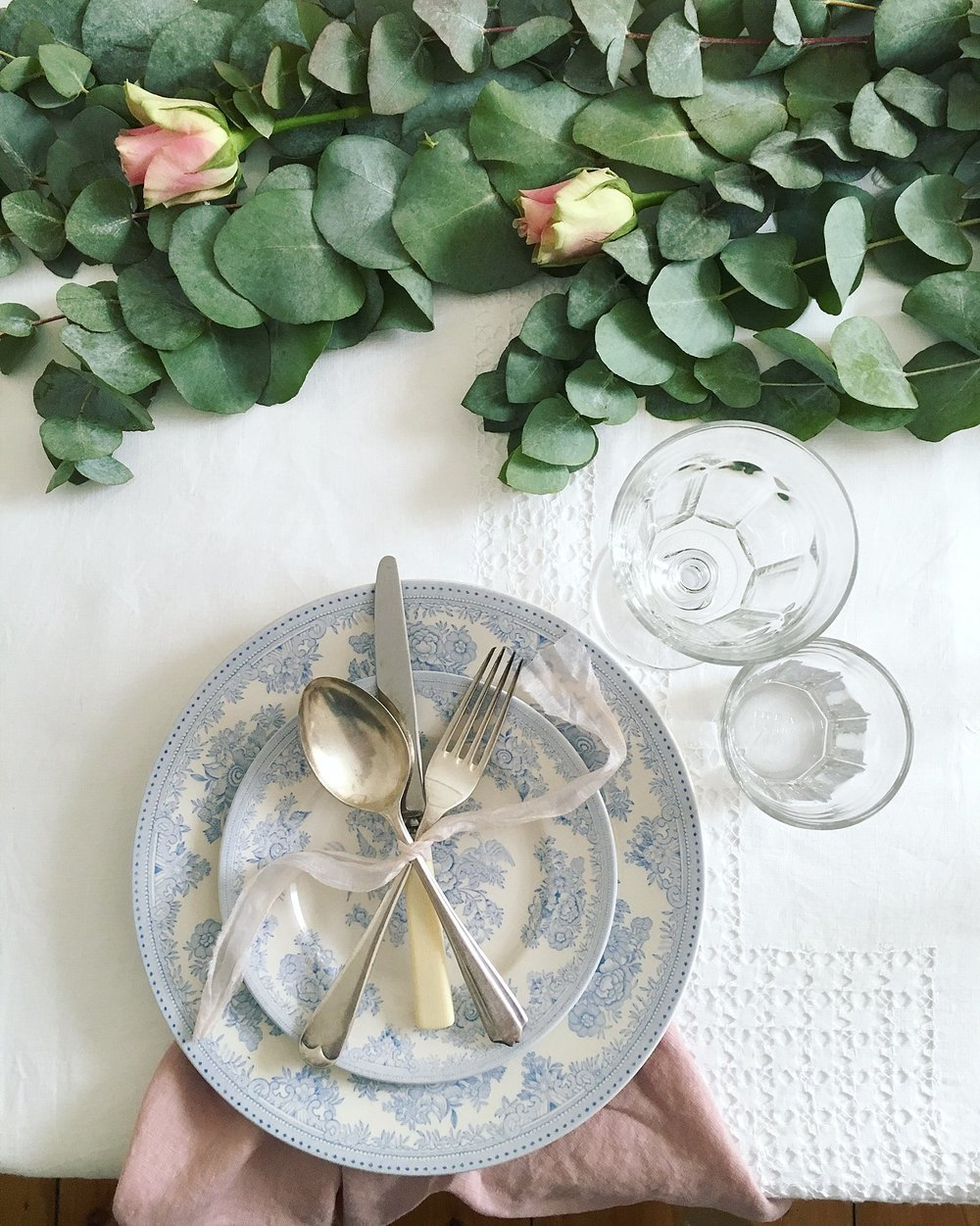 Vintage Amy Wedding Styling-Wedding Flowers-Wedding Tablescape-Modern Vintage Wedding UK