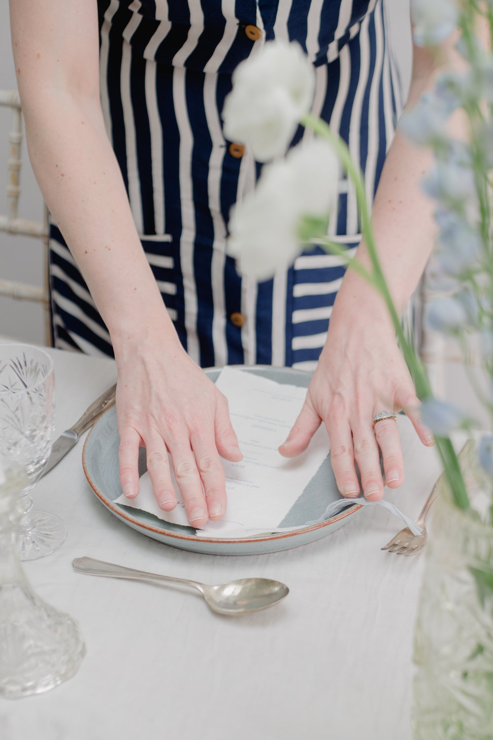 The Timeless Stylist-UK Wedding Design and Styling-Simple Summer Tablescape Styling-Blue and White Wedding Table Place Setting