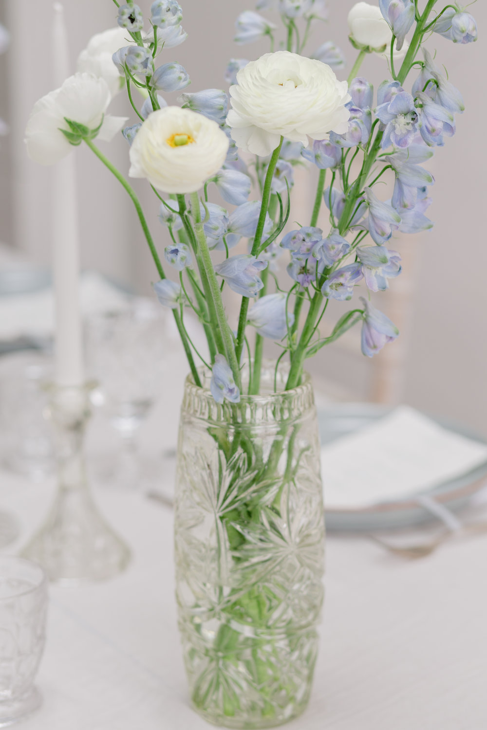 The Timeless Stylist-UK Wedding Design and Styling-Simple and Elegant Summer Tablescape -Blue and White Wedding Inspiration