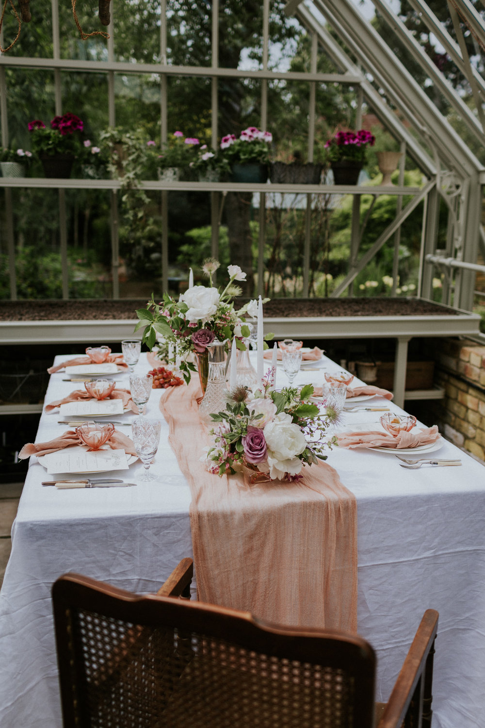 The Timeless Stylist - Simple Wedding Tablescape - UK Garden Wedding