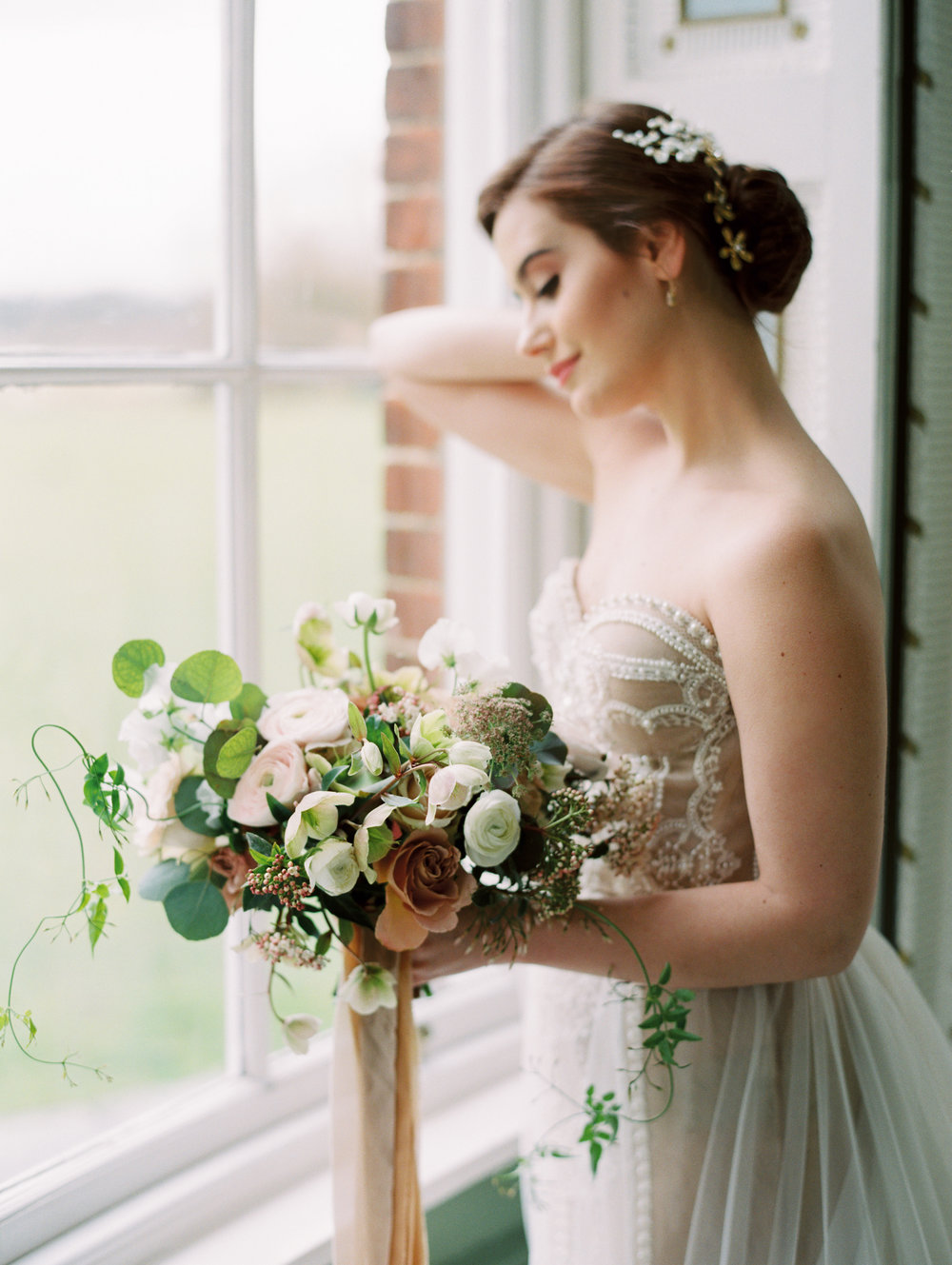The Timeless Stylist-Neutral Fine Art Wedding Design and Styling