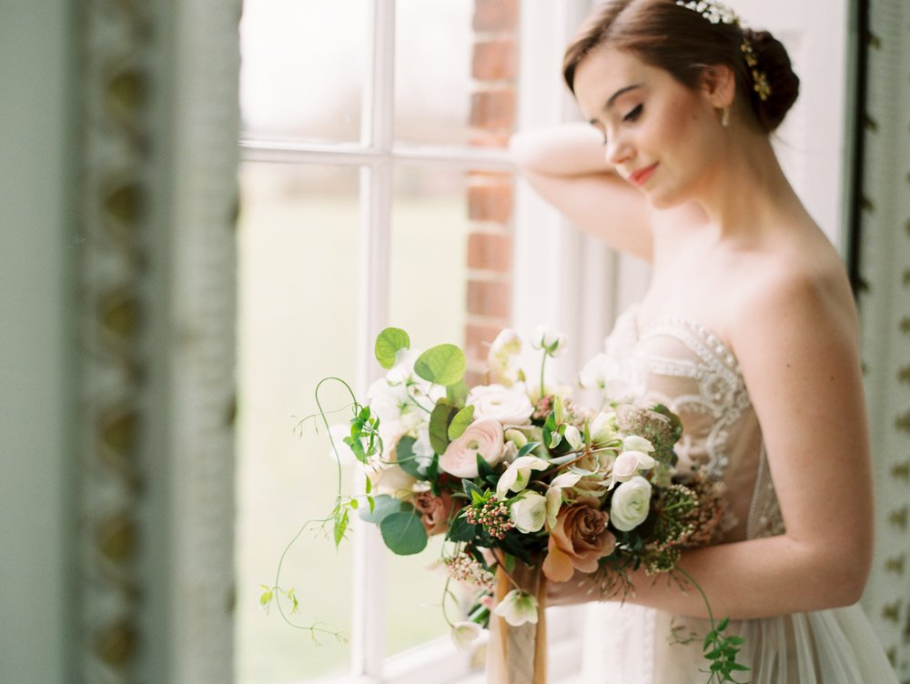 The Timeless Stylist-Neutrals Bridal Bouquet