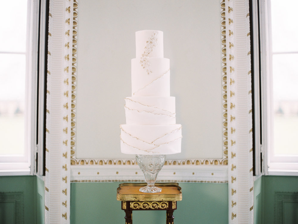 The Timeless Stylist-Elegant and Romantic Wedding Styling-Simple and Elegant Iced Wedding Cake