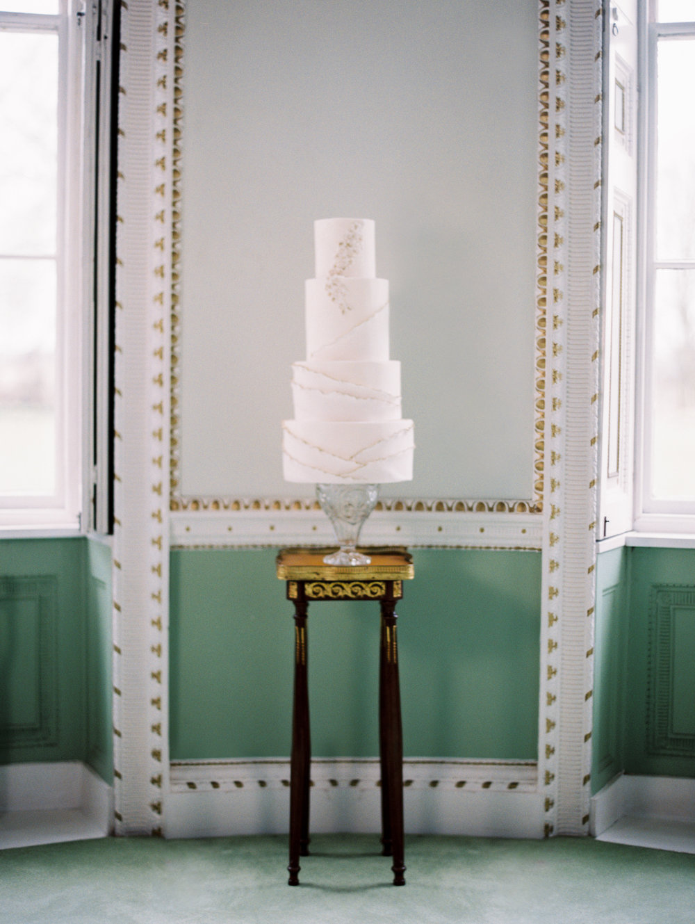 The Timeless Stylist-Elegant and Romantic Wedding Styling-Simple and Elegant Iced Wedding Cake on Antique Stand