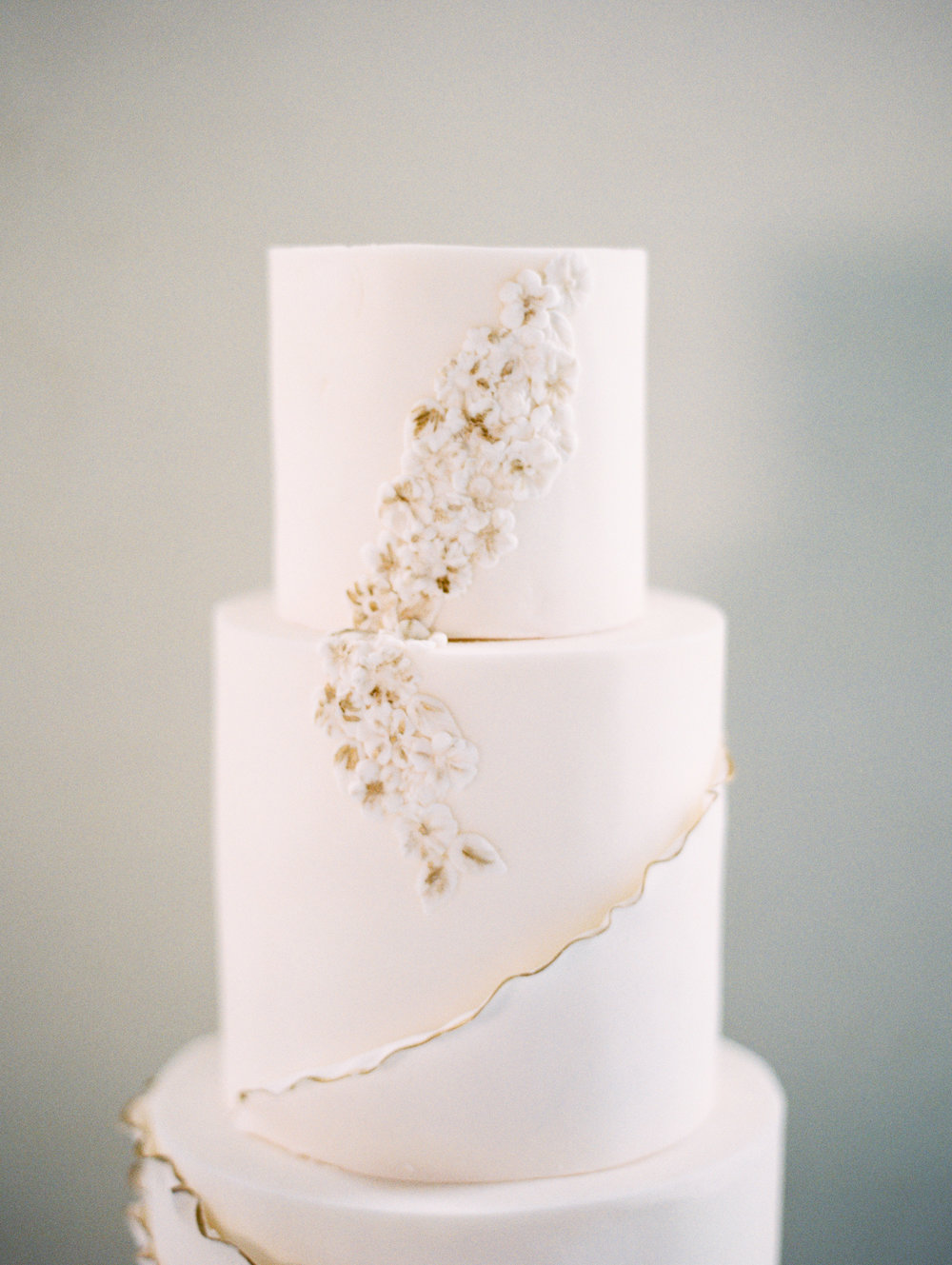The Timeless Stylist-Elegant and Romantic Wedding Styling-Simple and Elegant Iced Wedding Cake with Gold Details