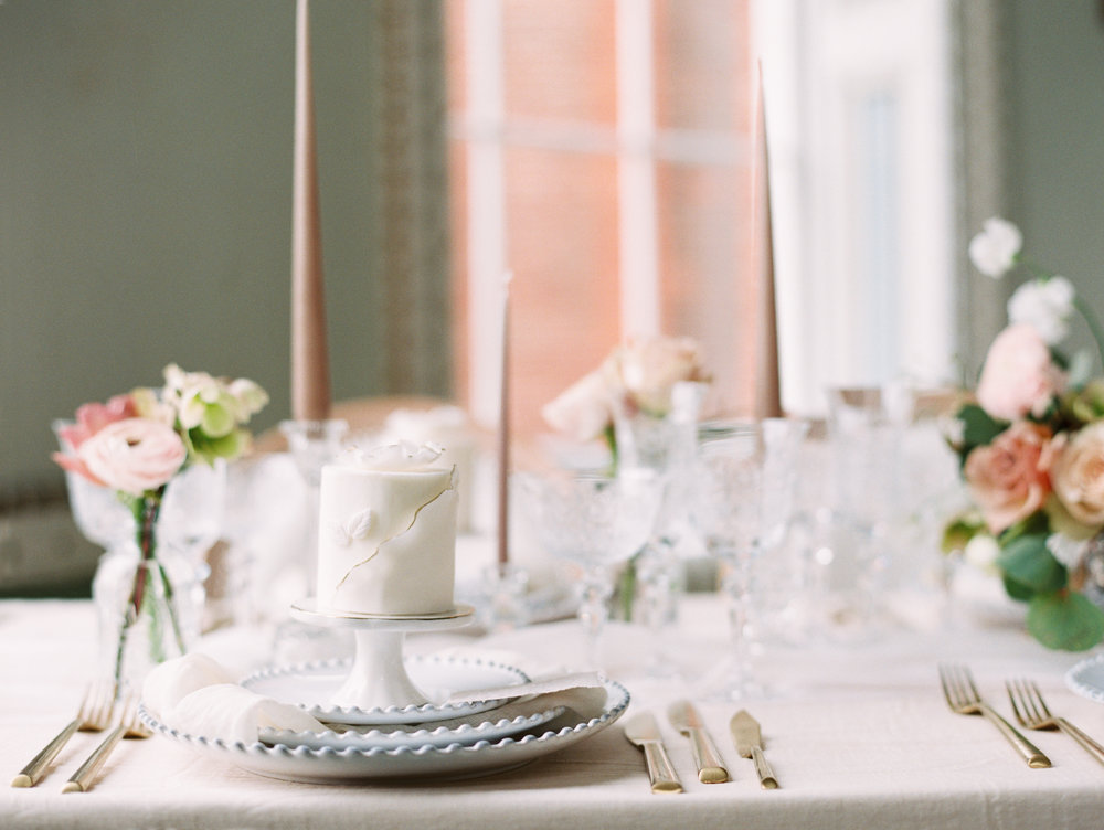 The Timeless Stylist-Elegant and Romantic Dinner Party Styling-Soft and Gentle Tablescape