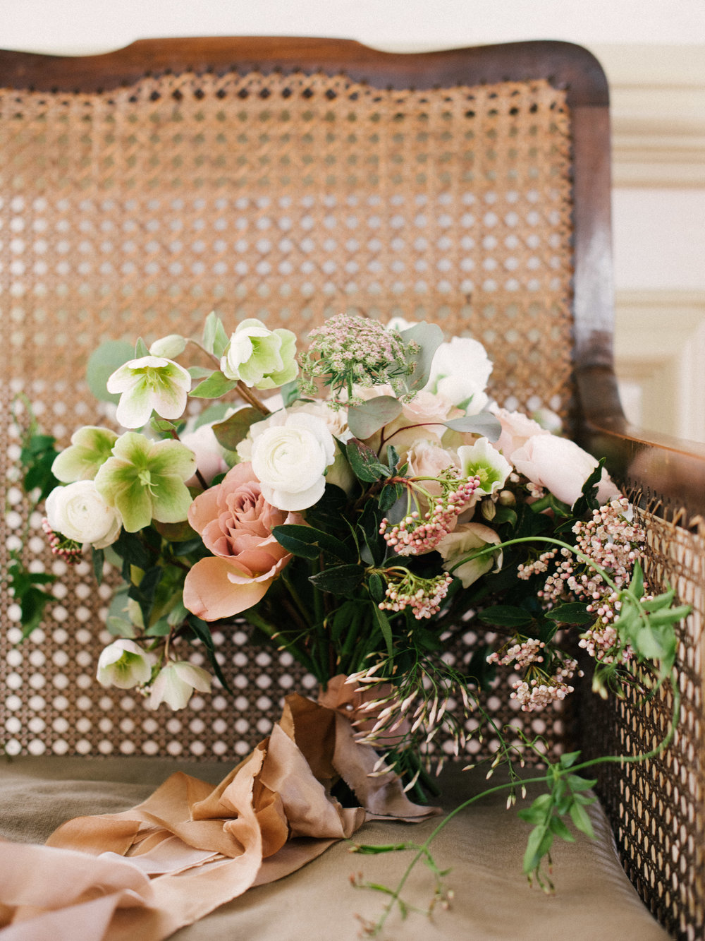 The Timeless Stylist-Elegant and Romantic Wedding Design and Styling-Neutral Wedding Bouquet