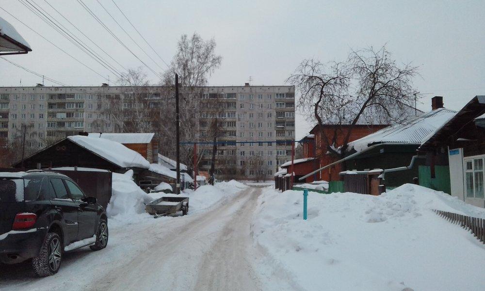A variety of housing styles in a west Novosibirsk suburb.