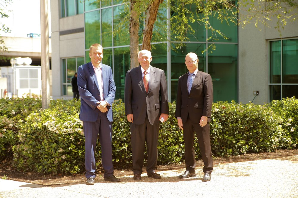 (from left) Kim Aaltonen, Nokia; Honorary Consul of Finland Kenneth M. Niesman and HE Consul General Manu Virtamo in the sunshine of Texas -