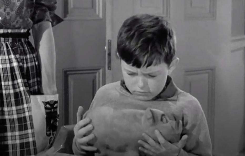 Cat oven mitt and the creepy piggy bank