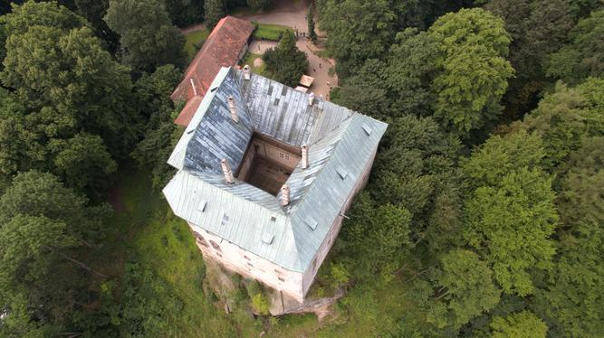 A directly overhead shot of Houska Castle, showing some of the inner courtyard.  Photo by  Miroslav Šálek