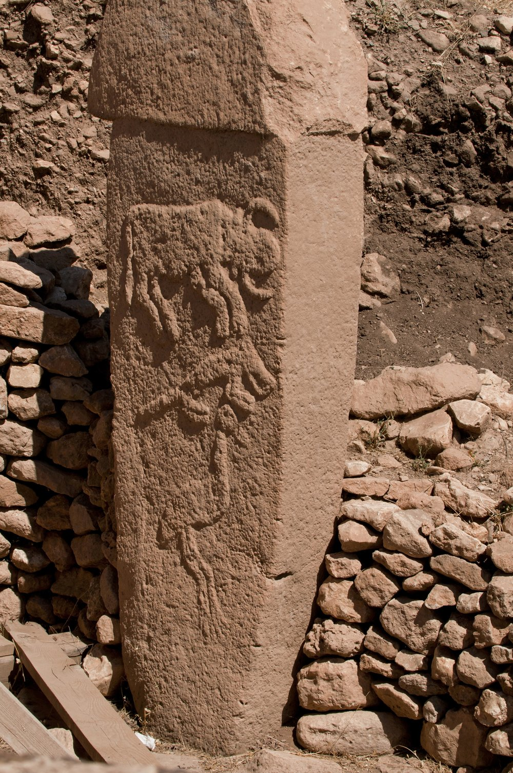 Pillar 2, Enclosure A, Layer3, with low reliefs of what are believed to be a bull, fox & crane.  Photo by Teomancimit, used with CC BY-SA 3.0