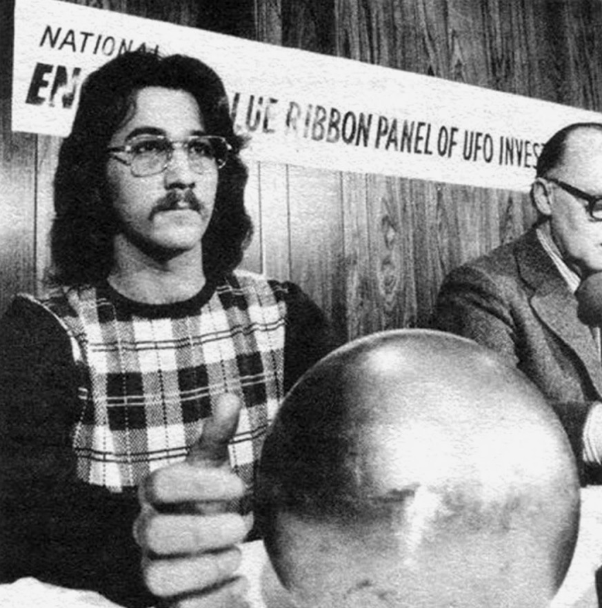 Terry Betz presenting the sphere at the National Enquirer's Blue Ribbon Panel of UFO Investigators, New Orleans, LA 1974
