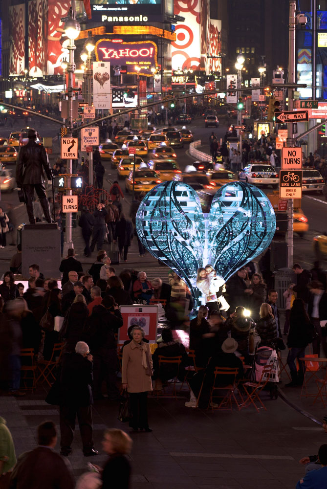 BLUE Chapter 11b Times Square Installation Valentine woman with child DONE_1000.jpg