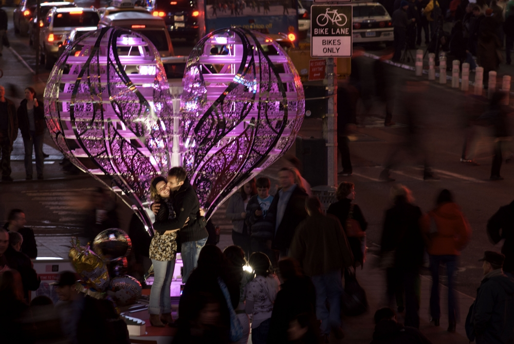 Chapter 11b Times Square Installation Valentine couple kissing DONE_1000.jpg