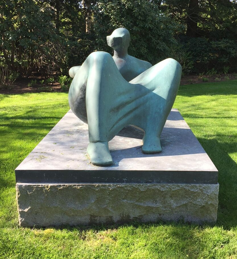Henry Moore - Reclining Figure