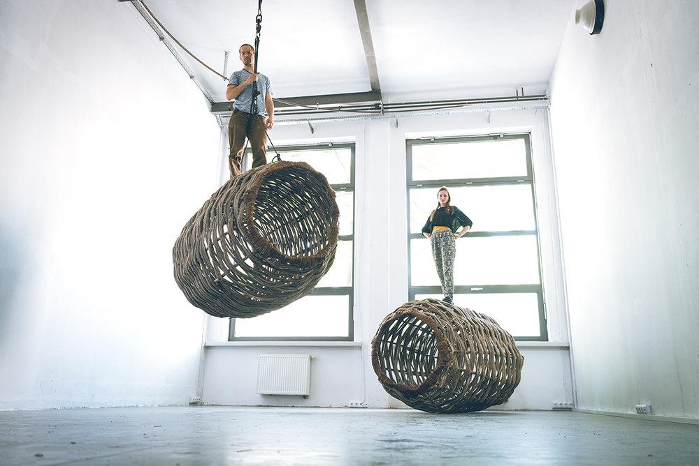 Jan Sajdak Lesne Batyskafy  instalacja 200 cm na 150 cm na 150 cm 6.jpg