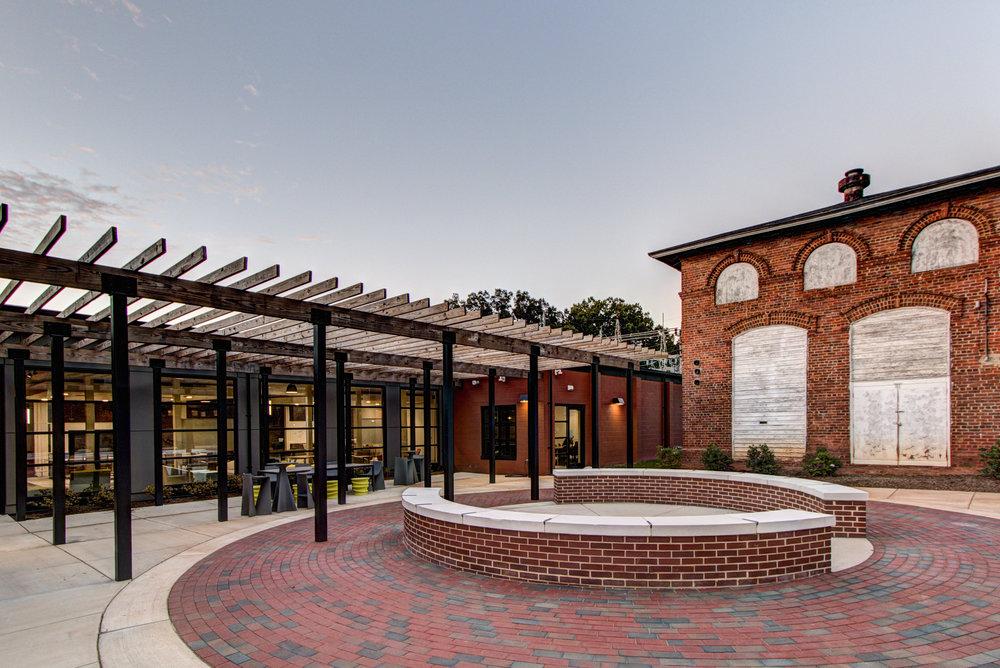 Davidson College 210 Delburg 14077_courtyard.JPG