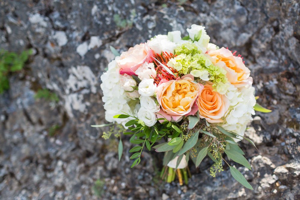 banff-rimrock-wedding-boquet