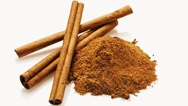 Cinnamon More than just a deliciously warm spice, cinnamon is an anti-inflammatory and antioxidant powerhouse. Polyphenols, phenolic acid and flavonoids are the major players in the anti-inflammatory game, found to reduce oxidative stress and protect against cancer causing free-radicals. In addition, the flavonoids work to reduce inflammation, reducing muscle soreness and pain.