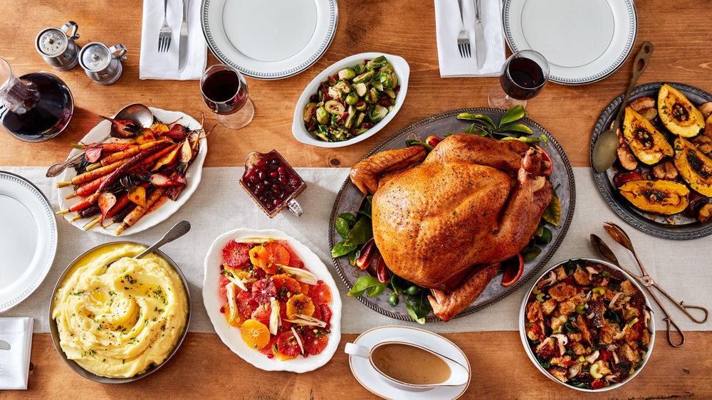 food-thanksgiving-turkey-table-lesliegrow.jpg